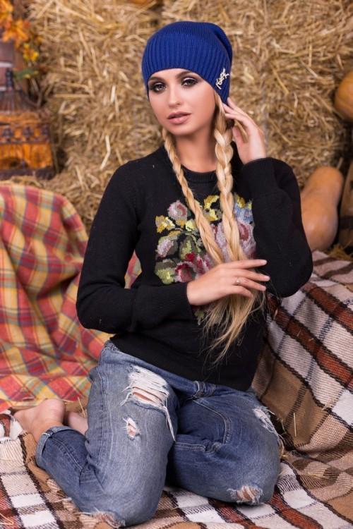 Красива женская шапка