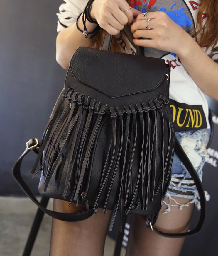 Модный городской рюкзак с бахромой