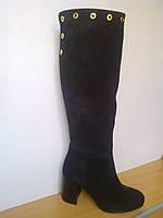 Осенние женские черные замшевые сапоги