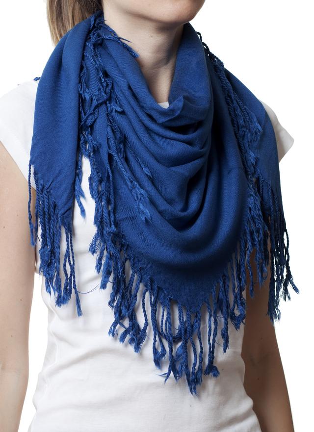 Однотонный темно-синий шерстяной платок 1