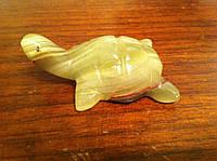 Фигурка черепахи из натурального оникса.
