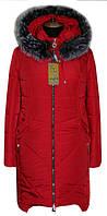 Яркий зимний женский пуховик красного цвета с чернобуркой