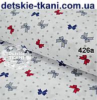 Ткань хлопковая с красными, синими и серыми бантиками на белом фоне № 426а