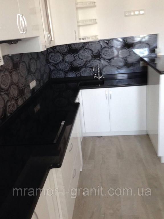 Кухонная столешница из черного гранита 1