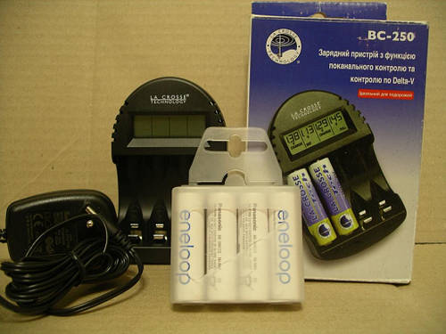 LaCrosse BC-250 +Panasonic Eneloop 2000mAh 4штуки