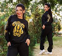 Женский спортивный костюм черного цвета с золотым украшением для пышных дам.