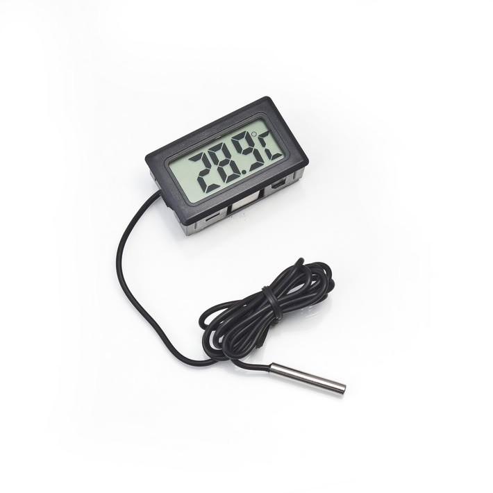 Цифровой термометр с выносным датчиком, A210