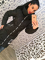 Теплое удлиненное женское пальто с меховым бумбоном на капюшоне, черное