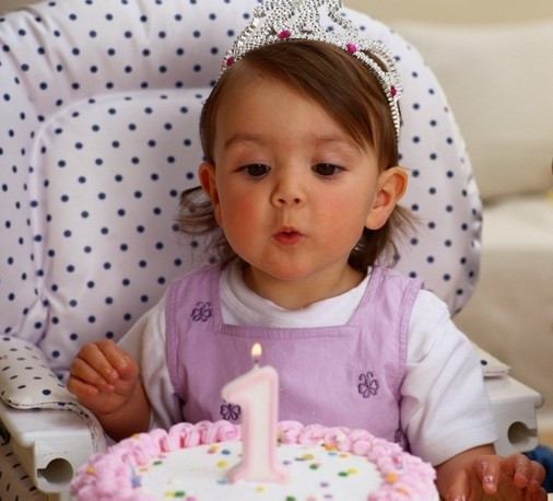 первый день рождения девочки