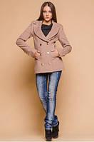 Короткое пальто с карманами и золотистыми пуговицами