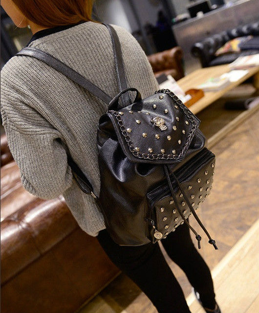 женский рюкзак с черепом