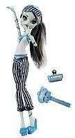 Кукла Фрэнки Штейн Пижамная вечеринка (Monster High Dead Tired Frankie Stein Doll)