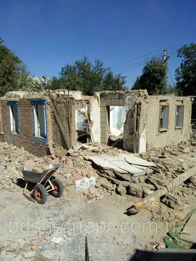 Демонтажные работы по сносу дома в Днепре