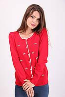 Красная трикотажная кофта на пуговицах с бантиками