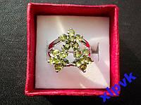 Кольцо 18 Хризолитов -3 Цветка-17.2 р -925-ИНДИЯ
