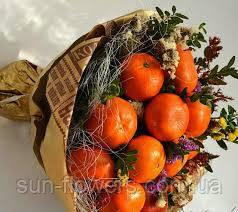Букет из цитрусовых  цветов и зелени