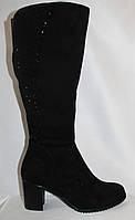 Классические женские сапоги из натуральной замши на среднем каблуке с камнями сзади