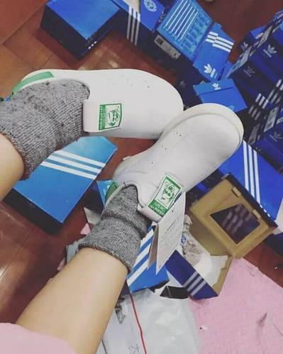 Детские кроссовки. Товары и услуги компании