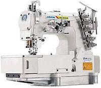 Трехигольная пятиниточная распошивальная машина с плоской платформой JACK 8569-02BB