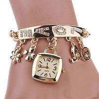 Женские наручные часы на цепочке с подвесками LOVE. Хорошее качество. Стильный дизайн. Купить часы. Код:КДН756