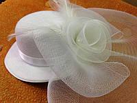 Шляпка белая с вуалью: украшение для волос