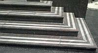 Полированные с термообработанными полосами гранитные ступени
