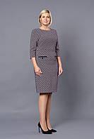 Красивое женское платье с мелким принтом