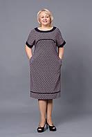 Женское платье с отделкой  из черного материала