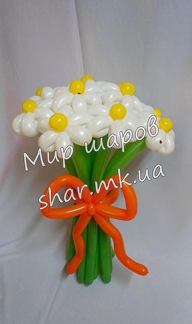 Букет з 11 білих ромашок з красивим бантом