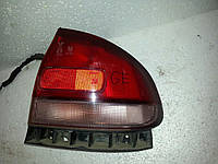 Фонарь внешний левый на хетчбек Mazda 626 GE 1992-1997 года. БУ. Код 8DGX51160A