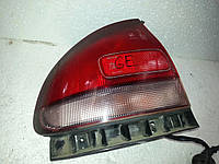 Фонарь внешний правый на хетчбек Mazda 626 GE 1992-1997 года. БУ. Код 8DGX51150A