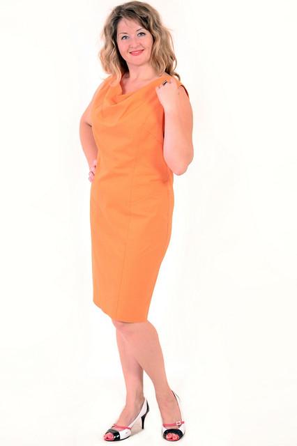 Платье женское апельсинового цвета