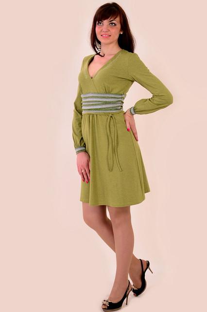 Платье оливковое трикотажное молодежное пл 380374