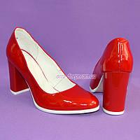 Женские туфли из натуральной лаковой кожи красного цвета на высоком каблуке