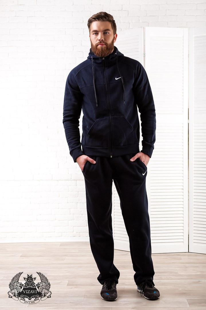 Мужской спортивный костюм с вышивкой