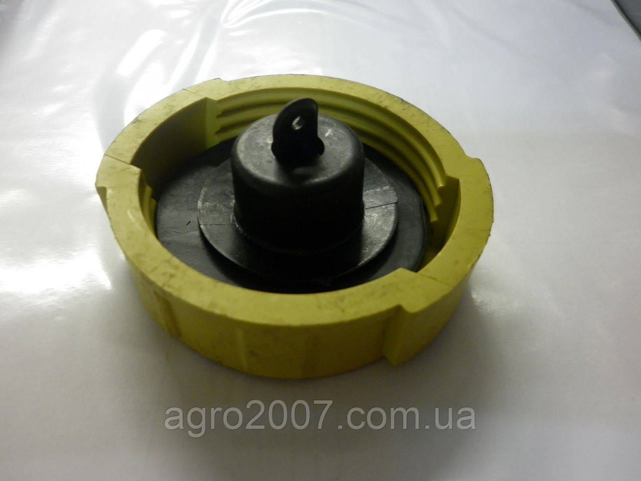Крышка бака топливного пластмасс МТЗ 082-1103010