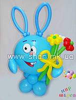 Заяц Крош с букетом ромашек