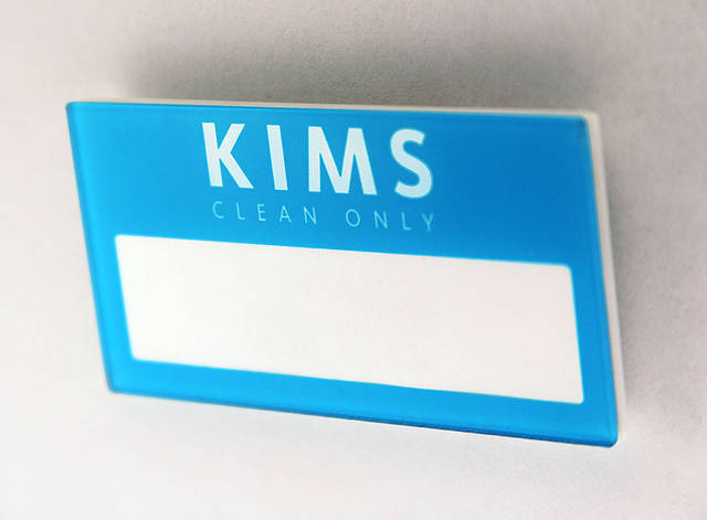 Пластиковые бейджи Kims