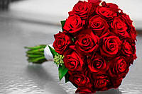 Роза красная в свадебном букете