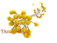 Калина глянцевая, лакованая, желтая