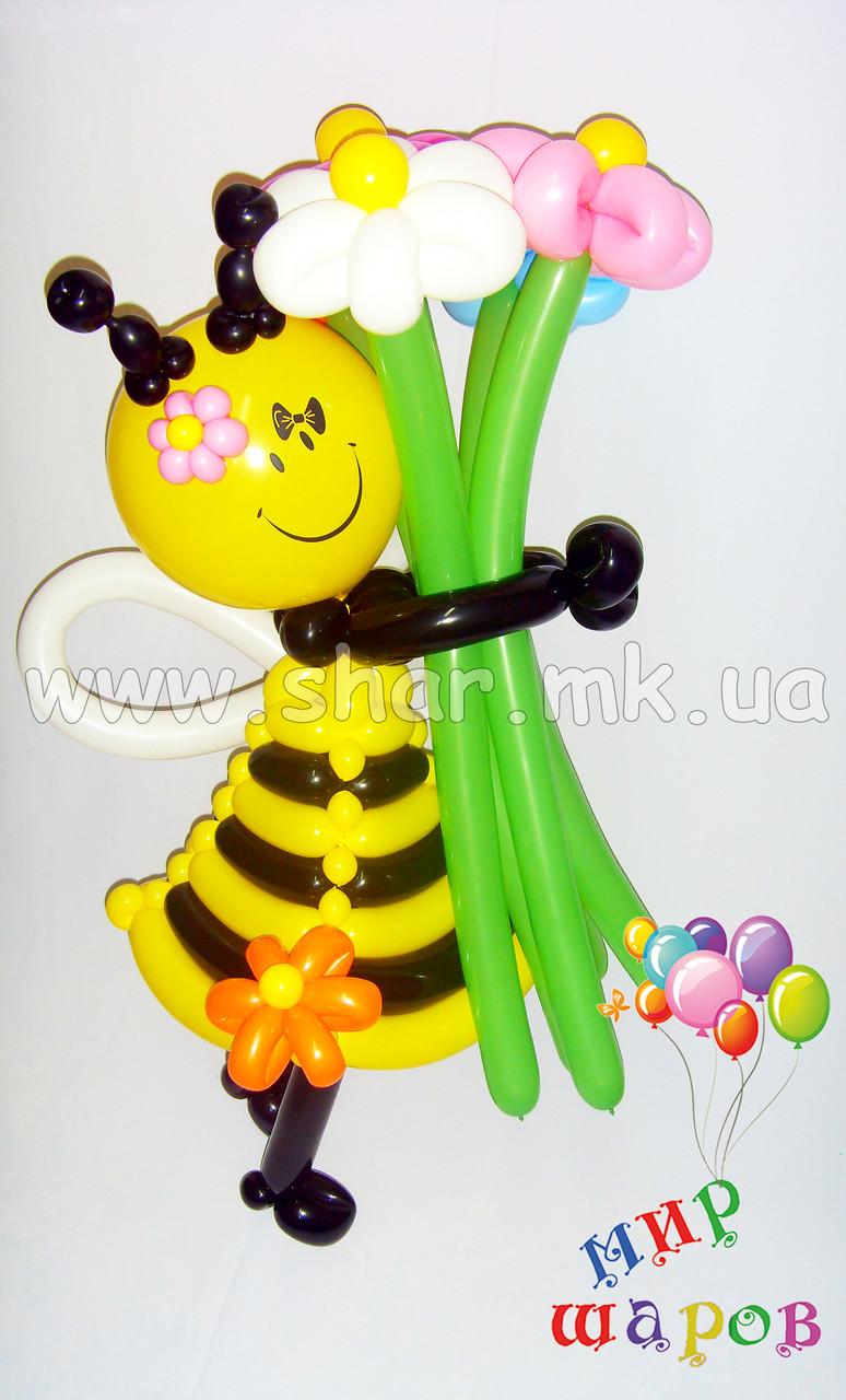 Пчелка с цветочками из воздушных шаров