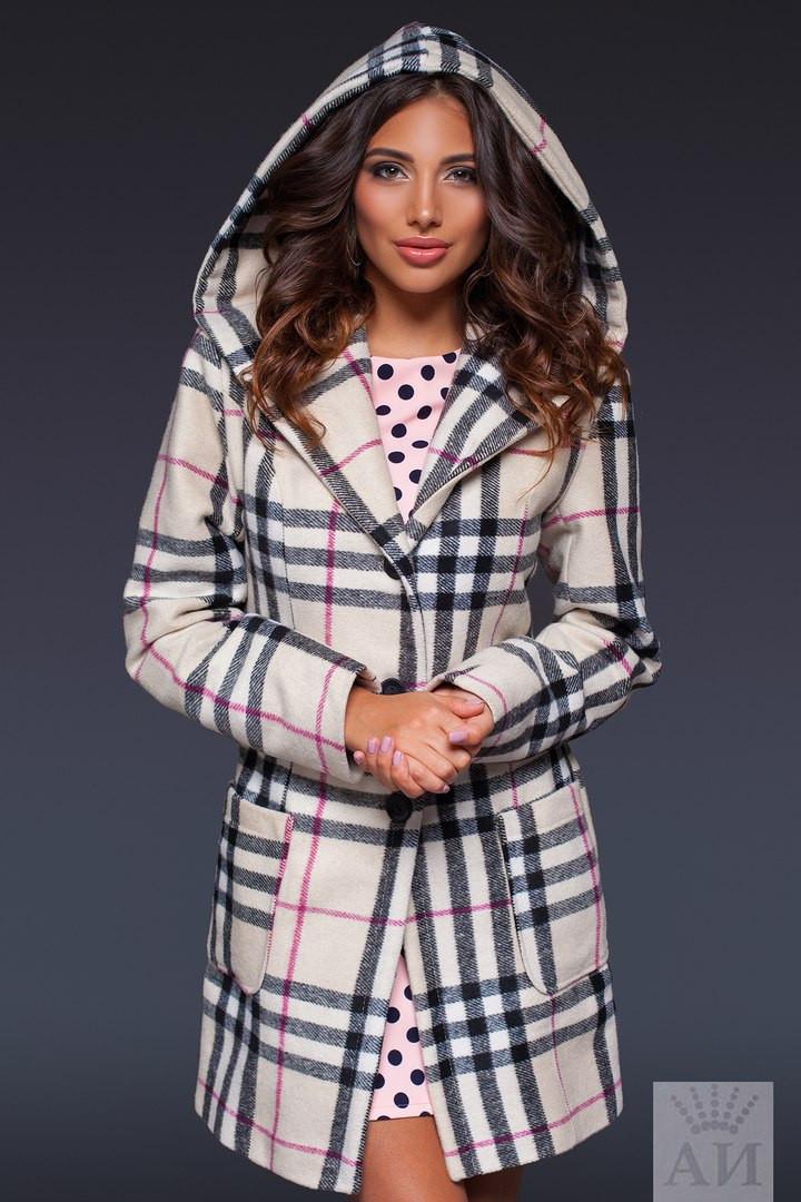 Женское пальто с карманами на пуговицах с капюшоном