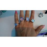 Женское кольцо с лунным камнем в серебре