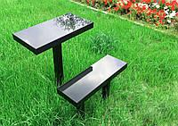 Столик, скамейка и оградка на кладбище
