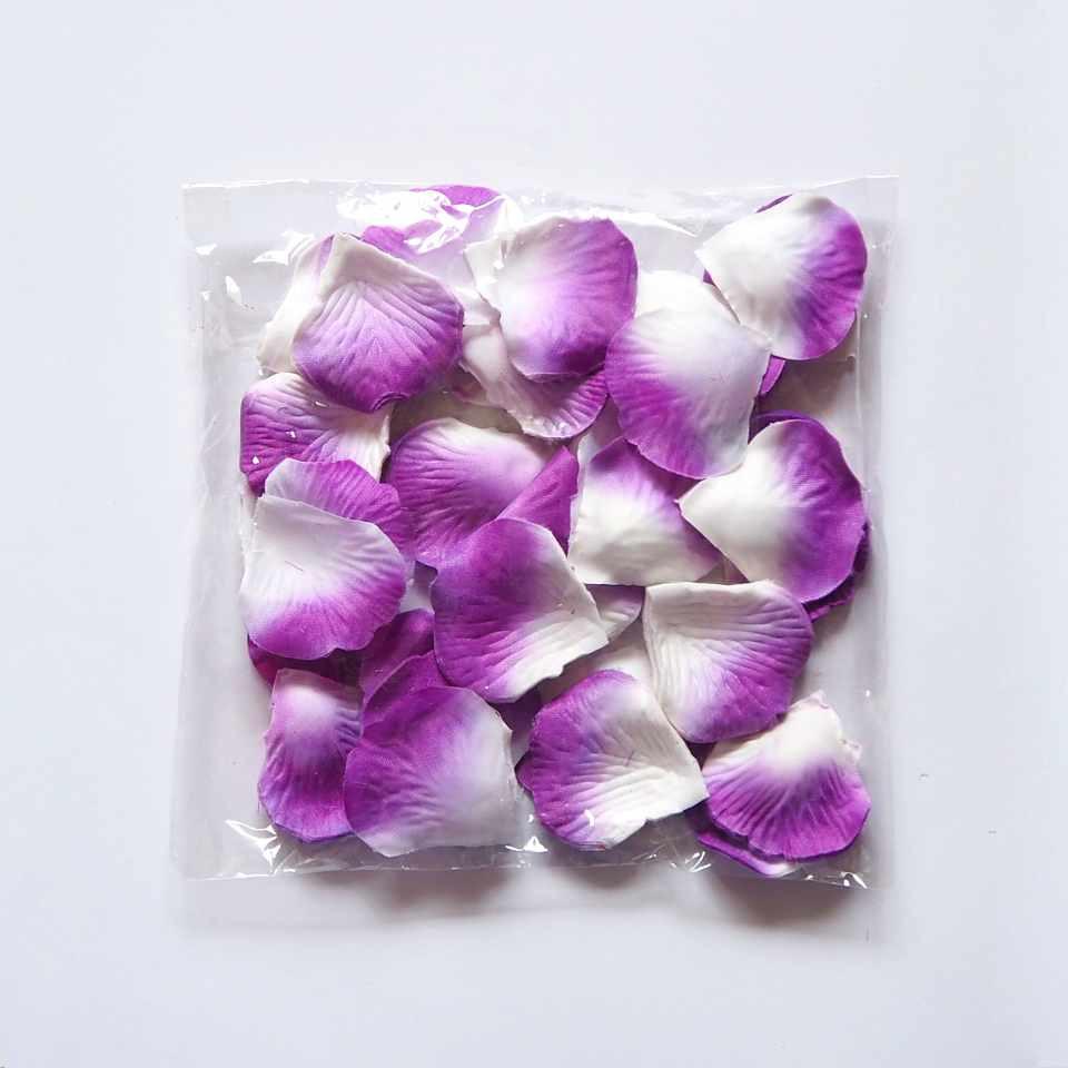 Лепестки роз искусственные (бело-фиолетовые) 600 шт