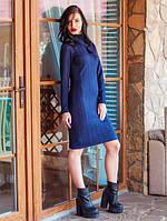 Теплое женское трикотажное платье-гольф синего цвета