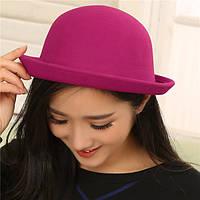 Модная женская шляпа котелок розовая