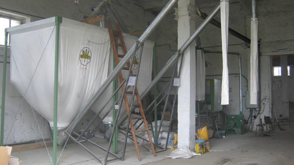 Комбикормовая установка с бункерами готовой продукции