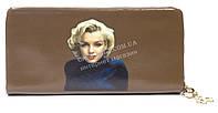 Мягкий стильный женский качественный кошелек барсетка с фото знаменитосней SACRED art. 858A-5 коричневый