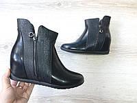 Черные на скрытой танкетке зимние ботинки, фото 1